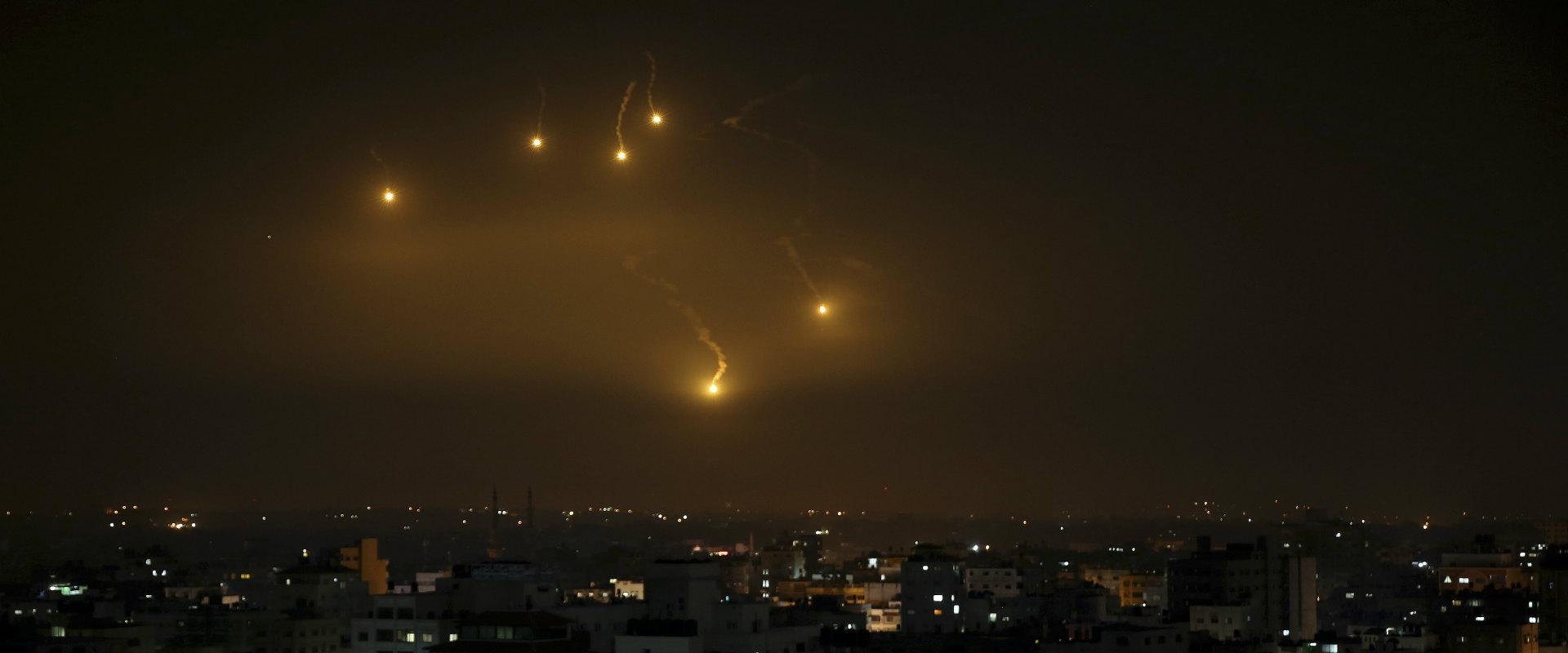 פצצות תאורה מעל עזה, בתחילת השנה