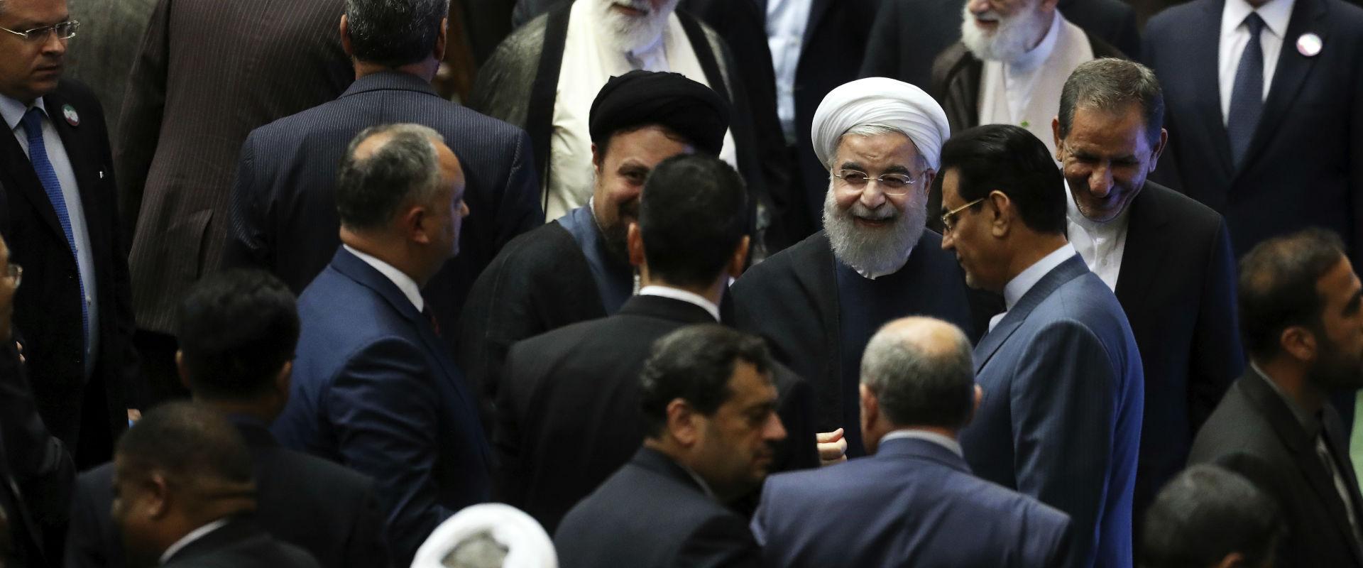 נשיא איראן חסן רוחאני בפרלמנט בטהראן