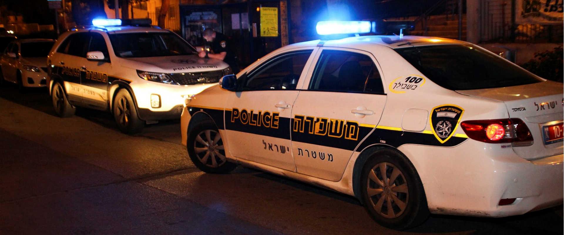 ניידות משטרה בזירת אירוע פלילי