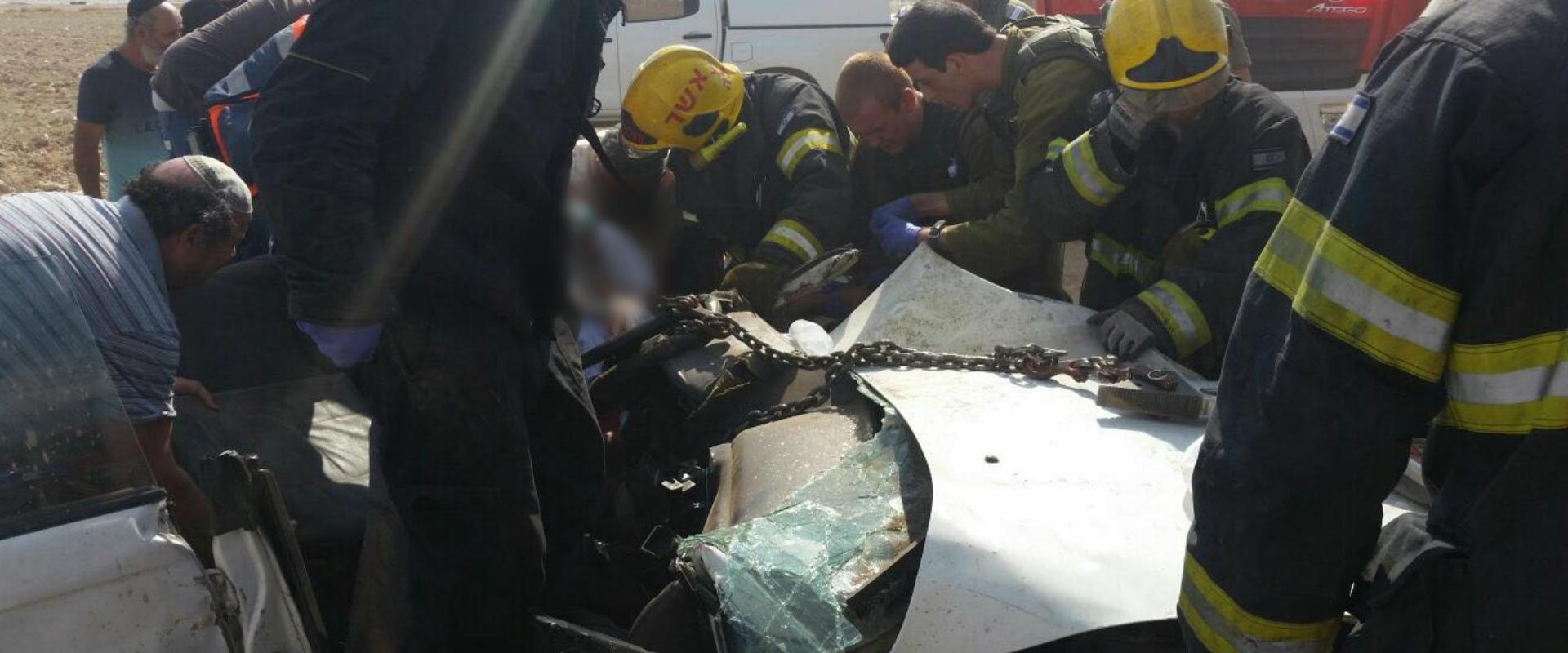 כוחות הצלה בזירת התאונה