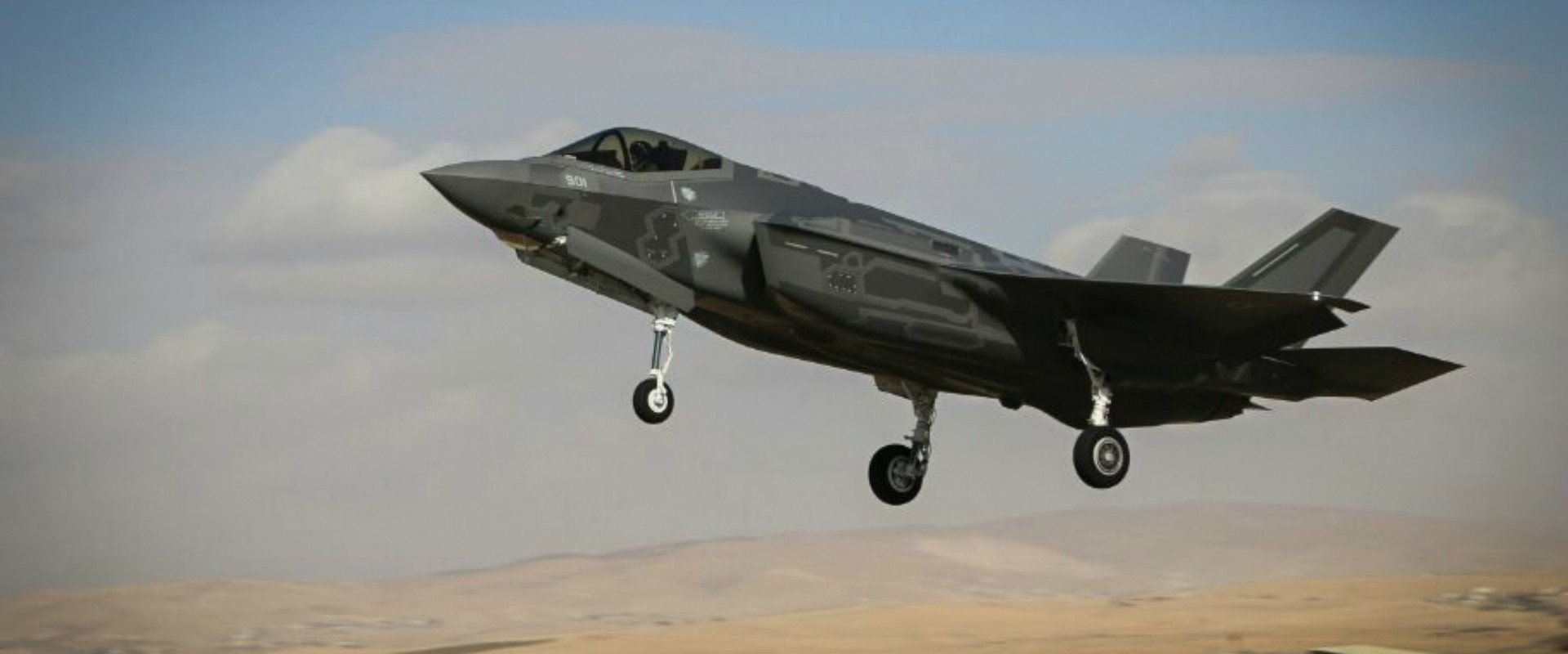מטוס F-35 ממריא מבסיס חיל האוויר בנבטים