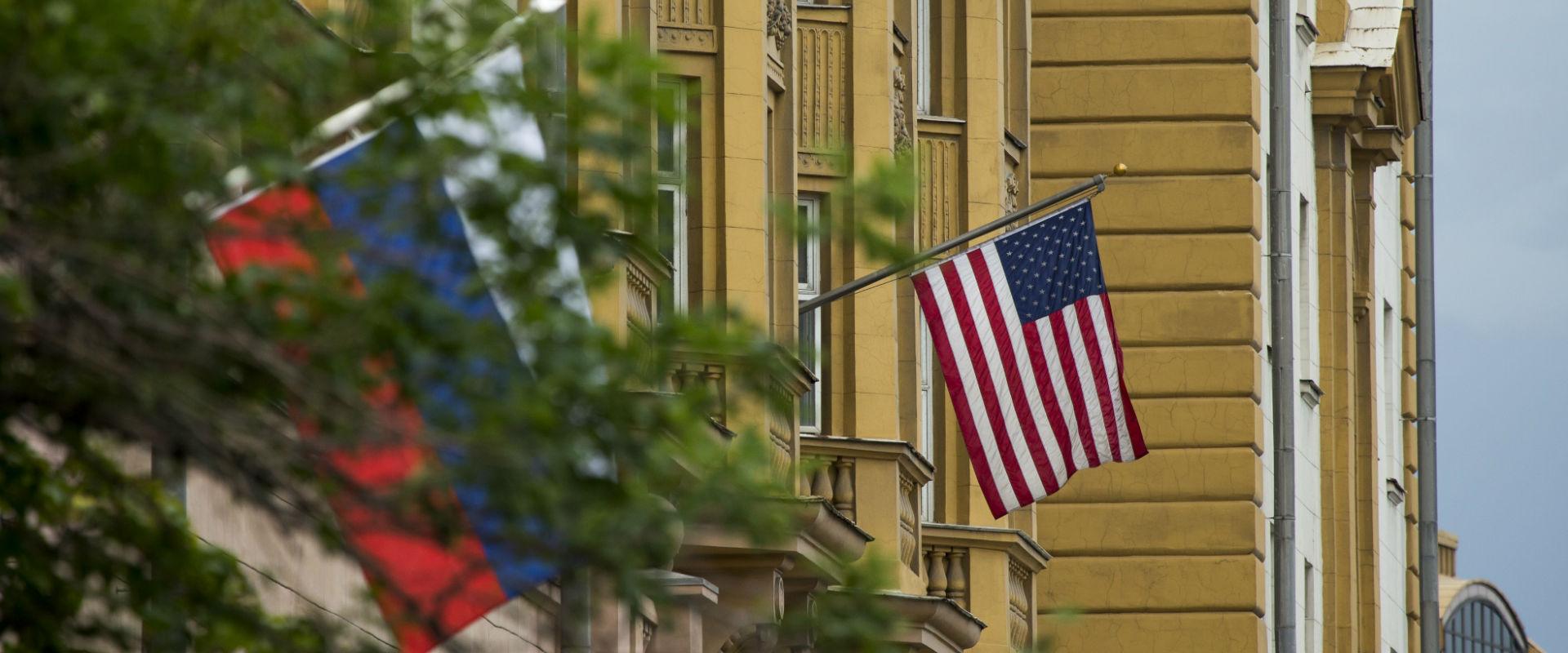 דגלי ארצות הברית ורוסיה