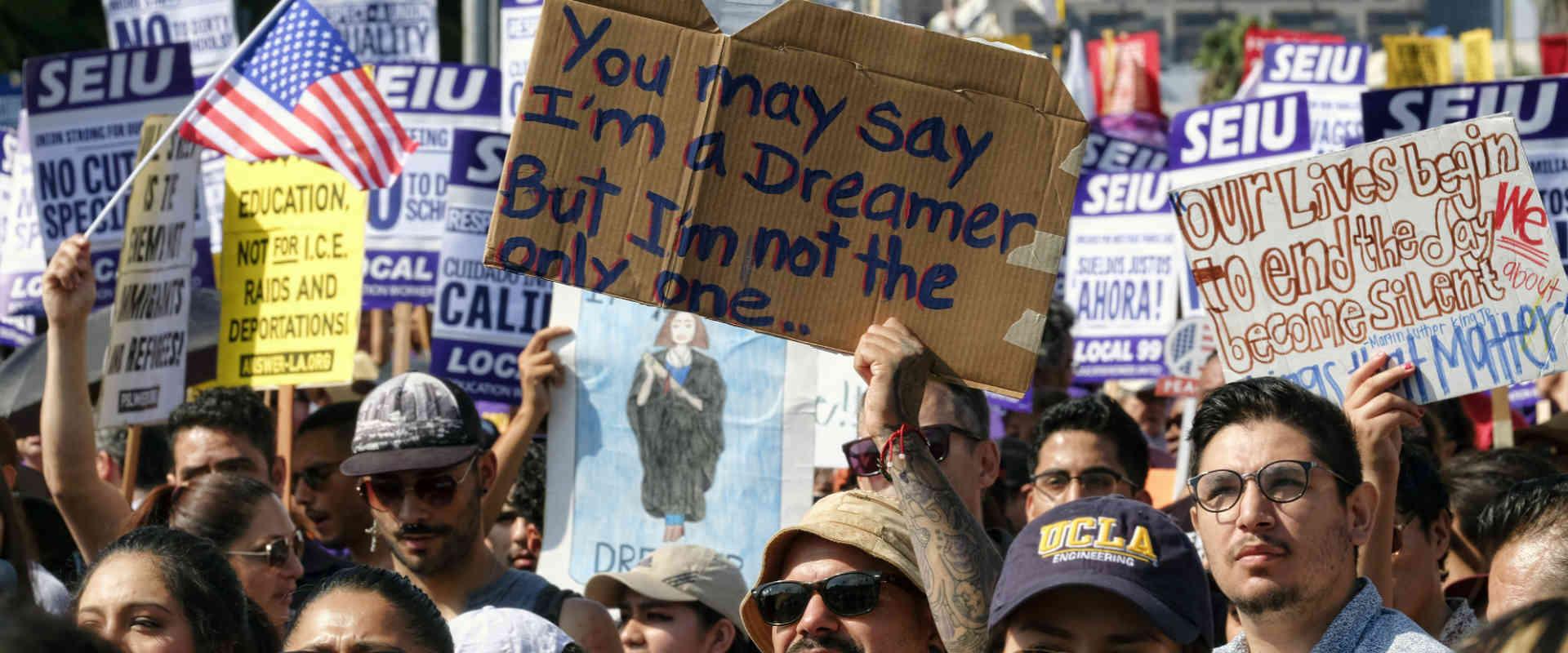 מפגינים נגד ביטול תוכנית DACA. השבוע בלוס אנג'לס