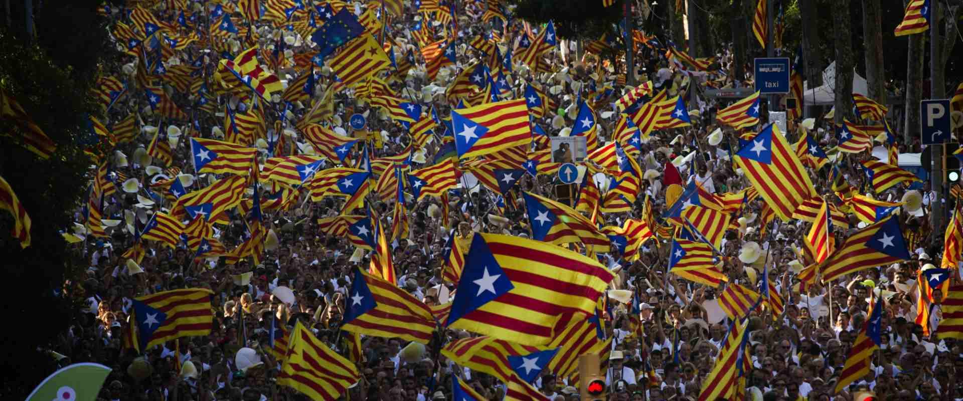מפגינים למען עצמאות קטלוניה בברצלונה, ב-2016