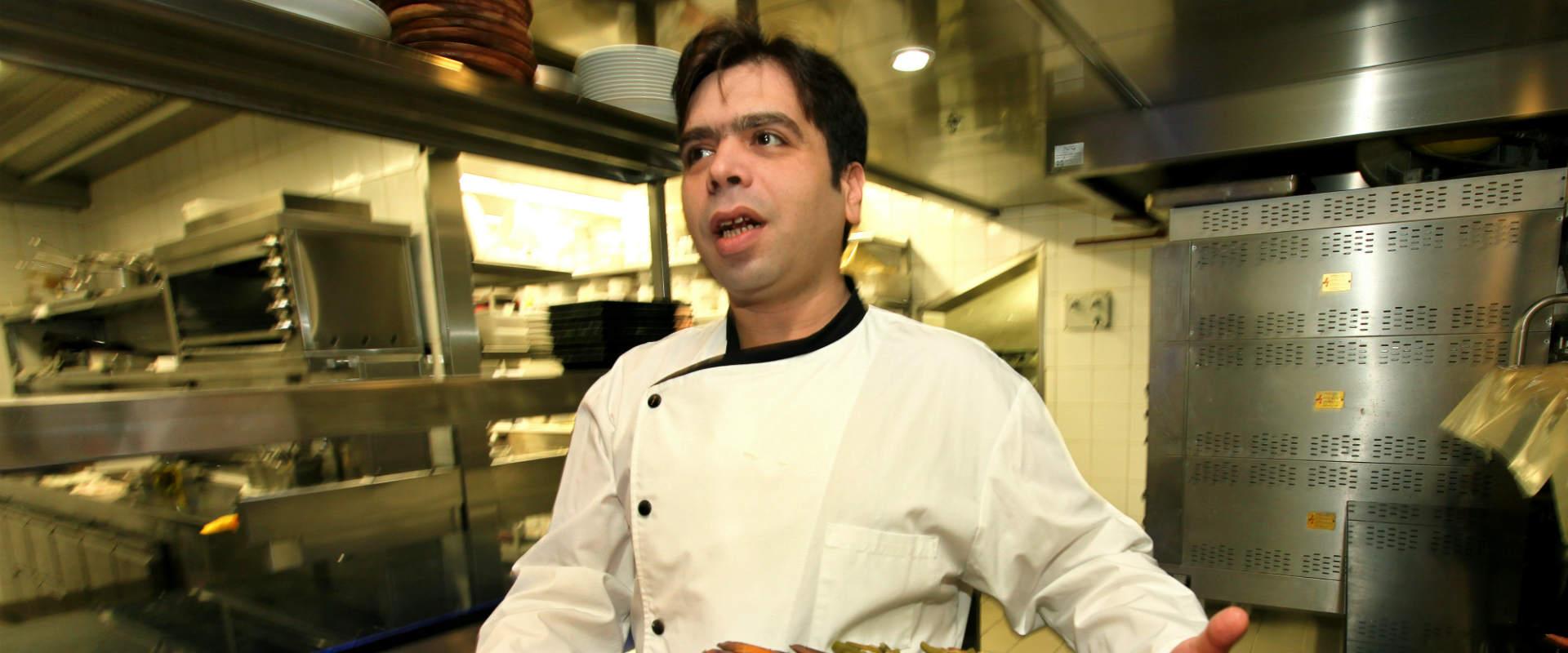 """רפי כהן במסעדת """"רפאל"""". ארכיון"""