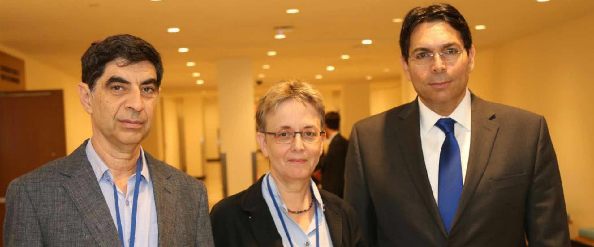 """לאה ושמחה גולדין עם השגריר באו""""ם דני דנון"""