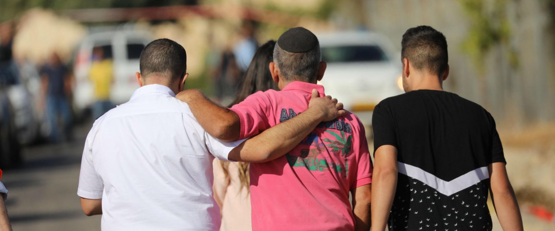 תושבי הר אדר לאחר הפיגוע