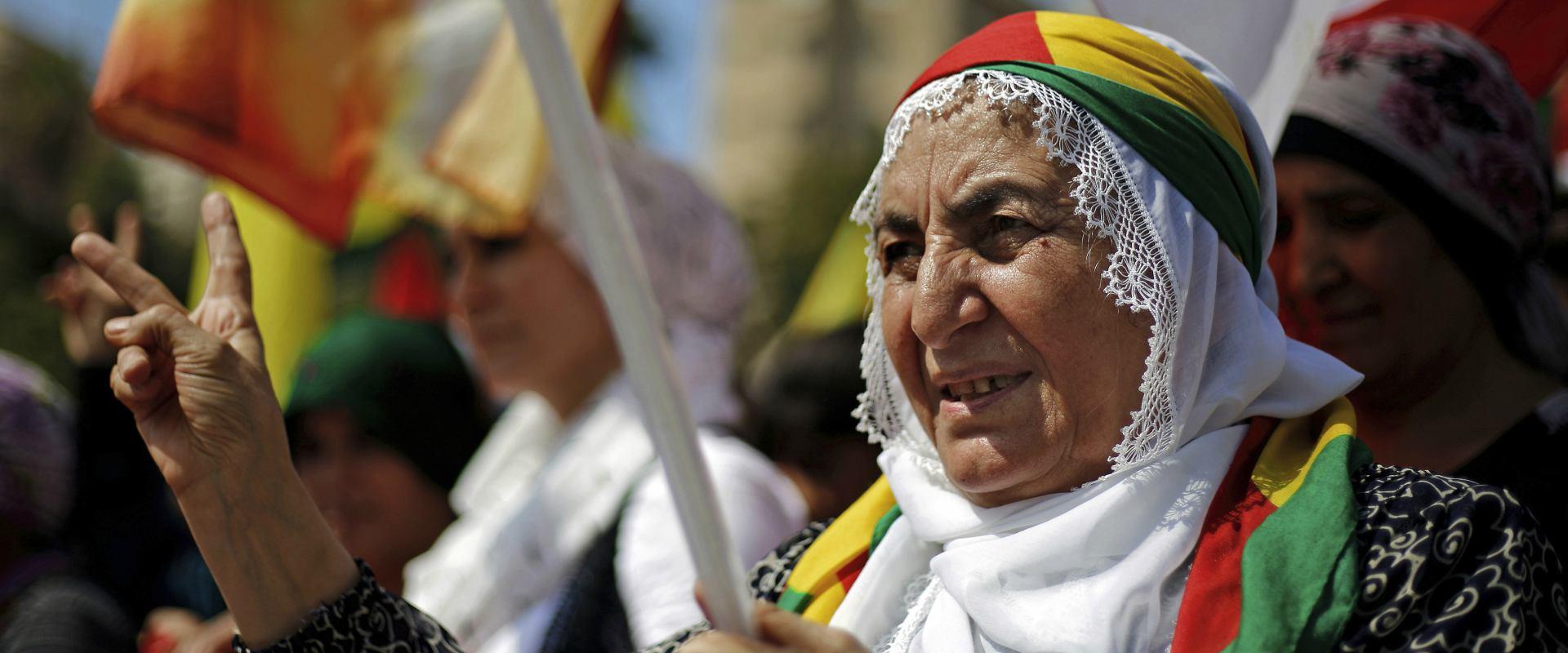 אזרחים עיראקים ממוצא כורדי בעצרת תמיכה בעצמאות החב