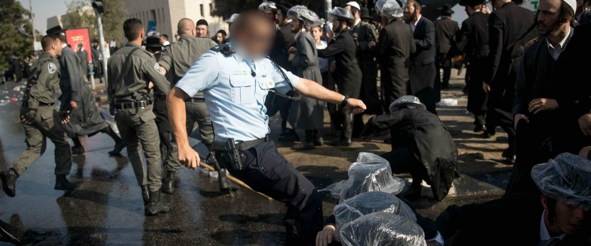 קצין משטרה תוקף חרדי בירושלים