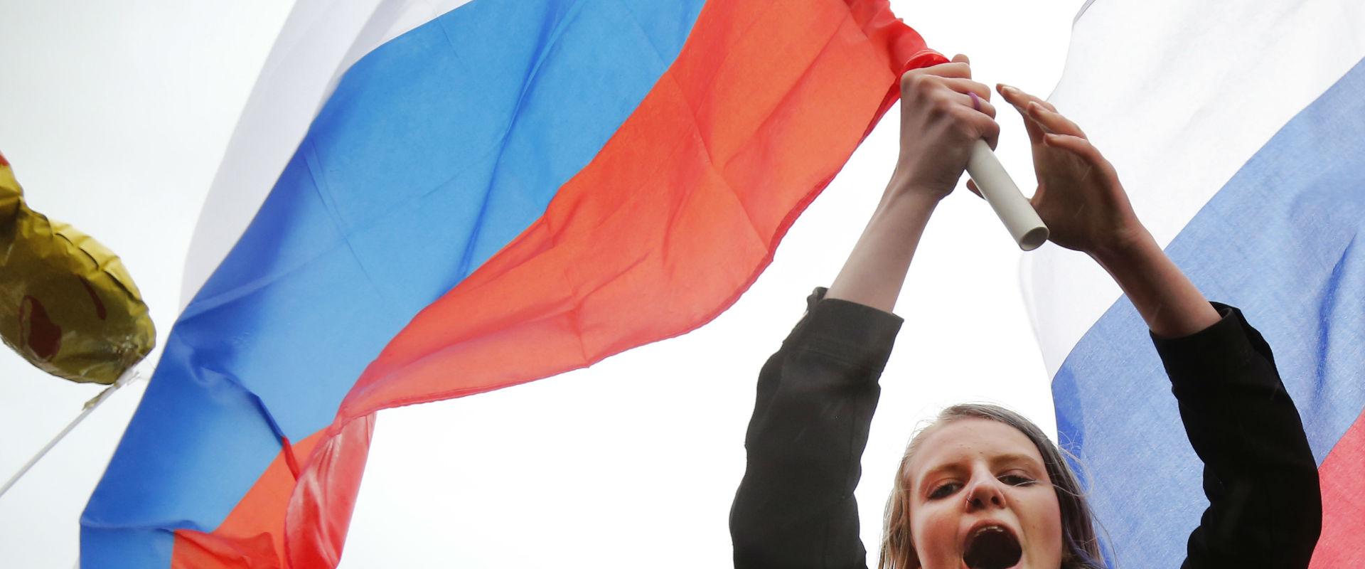מפגינה נגד נשיא רוסיה פוטין, היום
