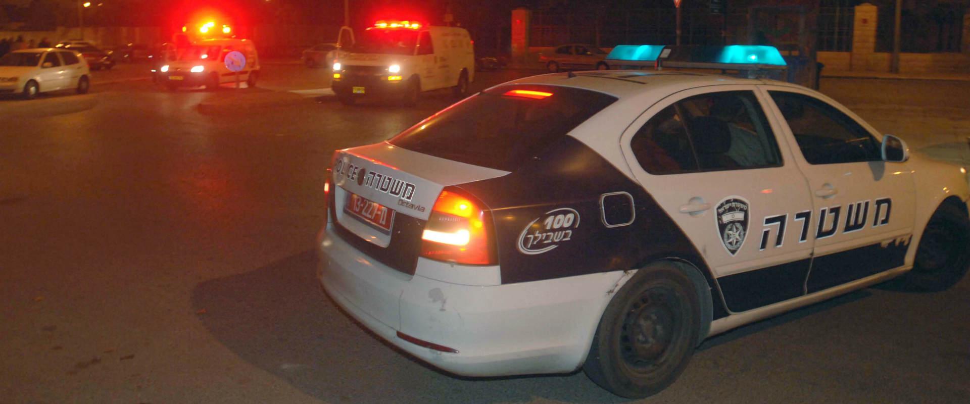 ניידת משטרה בזירת אירוע פלילי