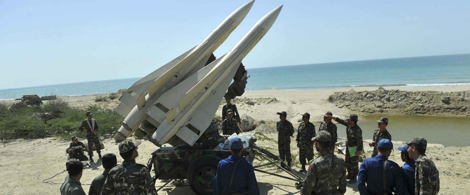 חיילים בצבא איראן בתמרון צבאי, במאי