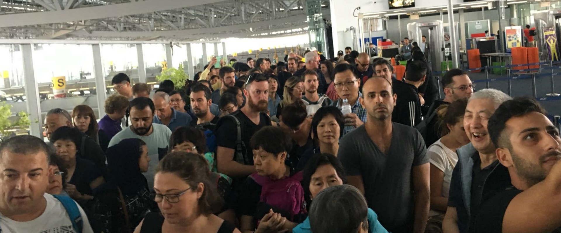 הנוסעים בנמל התעופה בבנגקוק