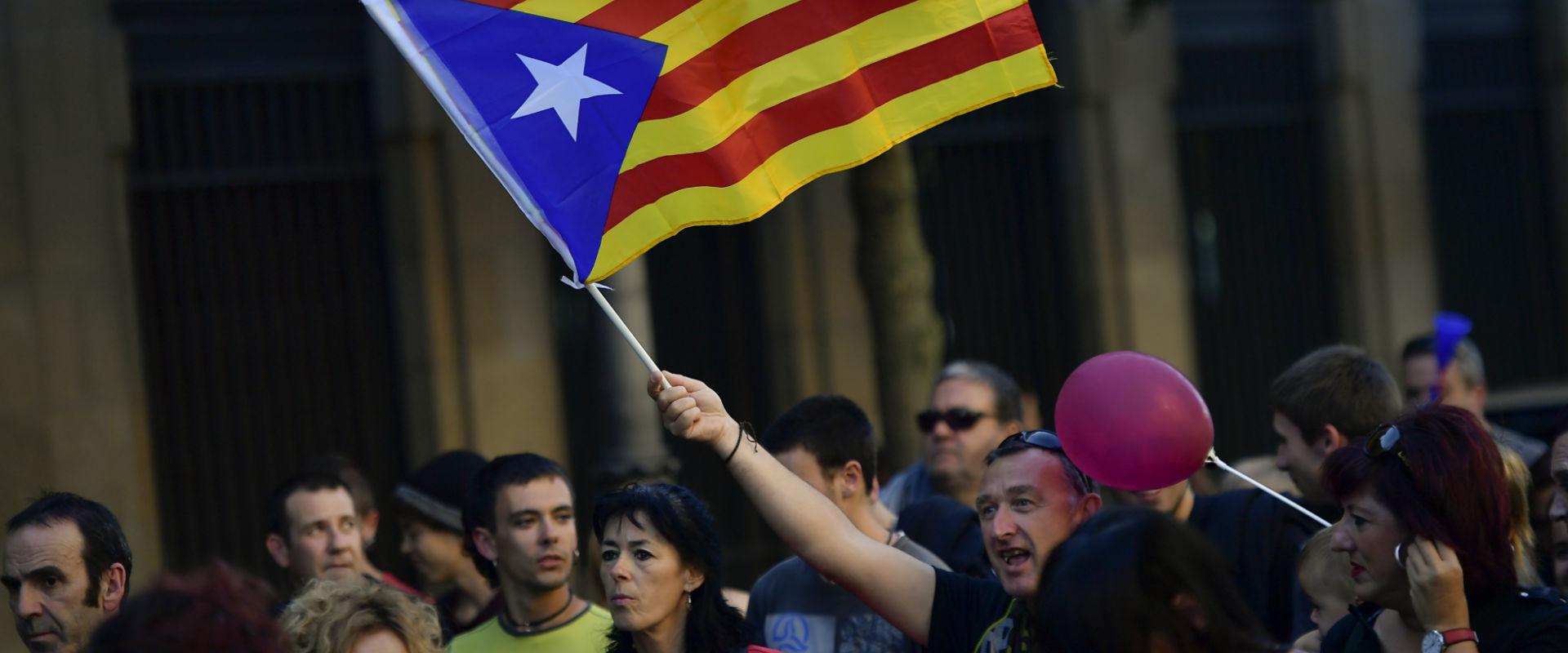 מפגינים בעד עצמאות לקטלוניה