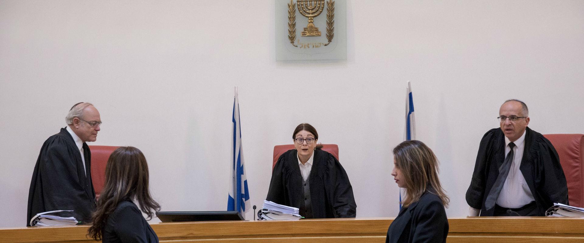 השופטים סולברג, חיות והנדל, בפברואר