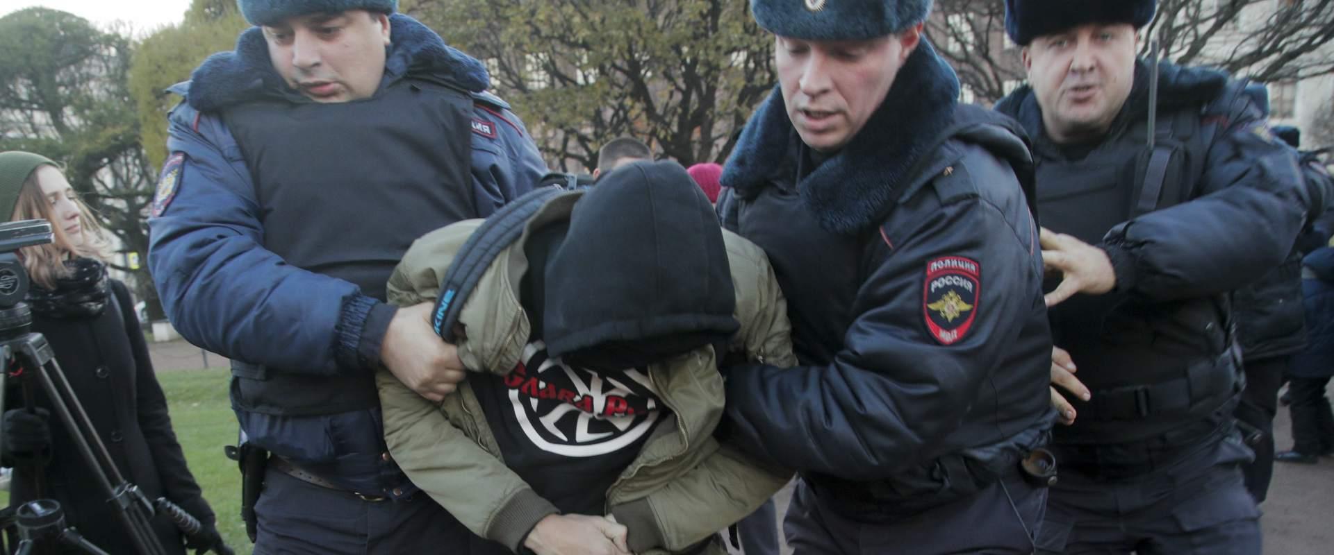 מעצר מפגין בסנקט פטרסבורג