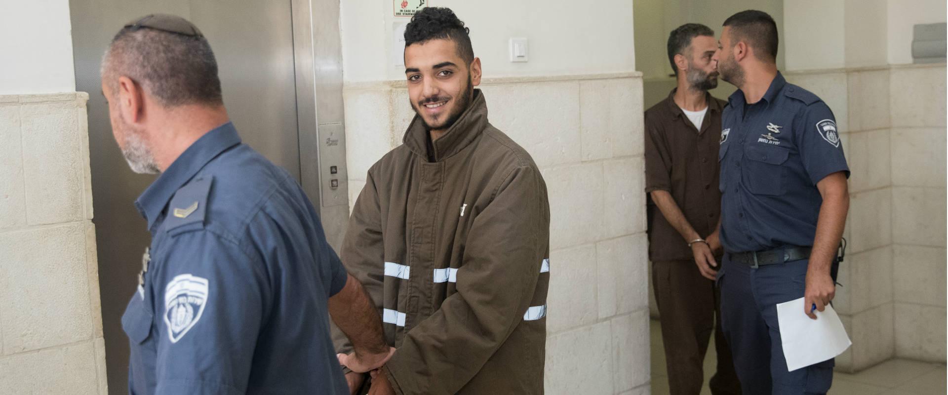 מחבל פלסטיני מובל לבית המשפט