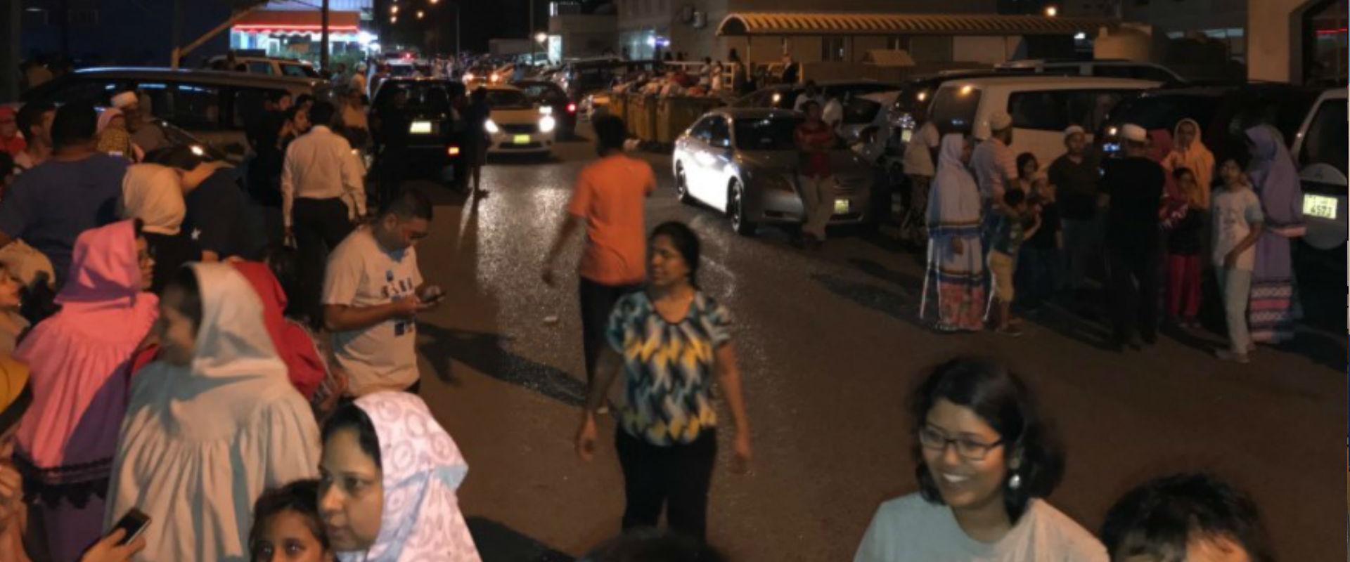 תושבים נמלטים בעקבות רעש האדמה בכווית