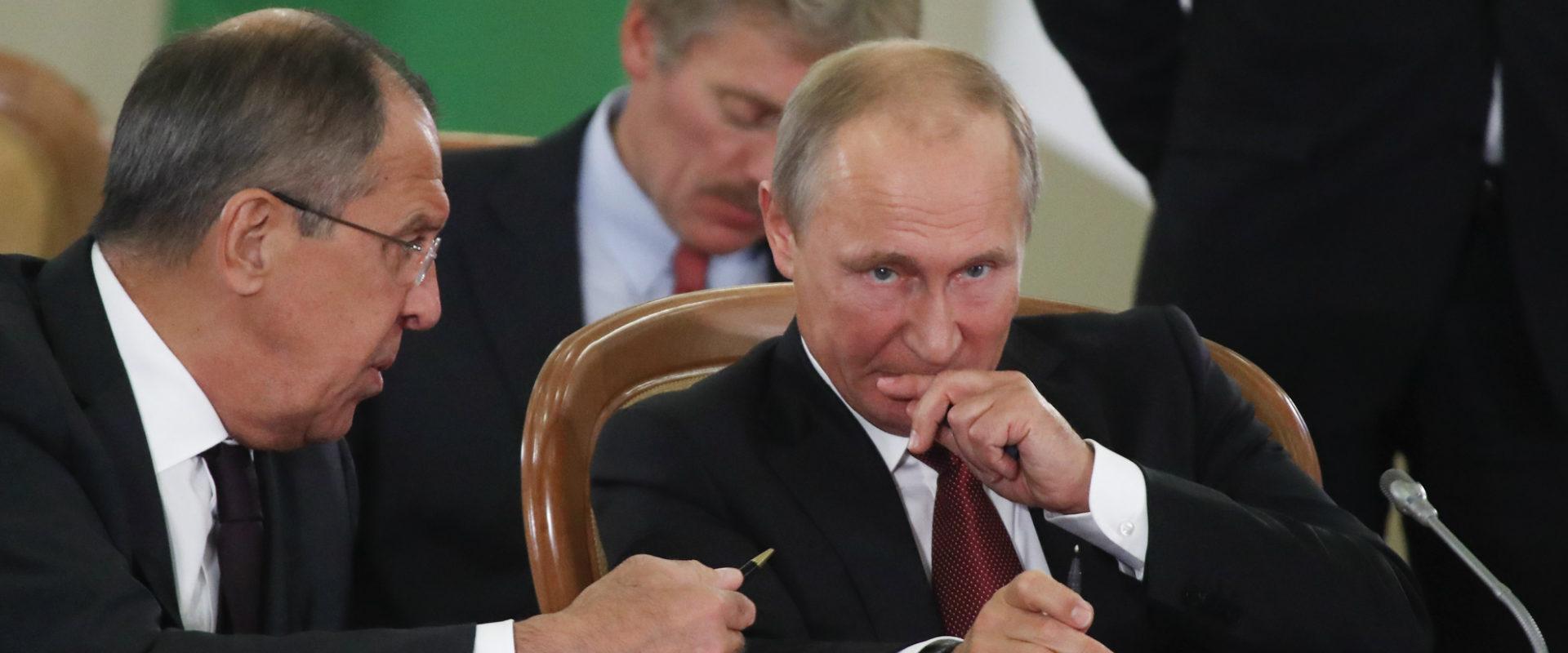 נשיא רוסיה פוטין, לצד שר החוץ הרוסי, סרגיי לברוב
