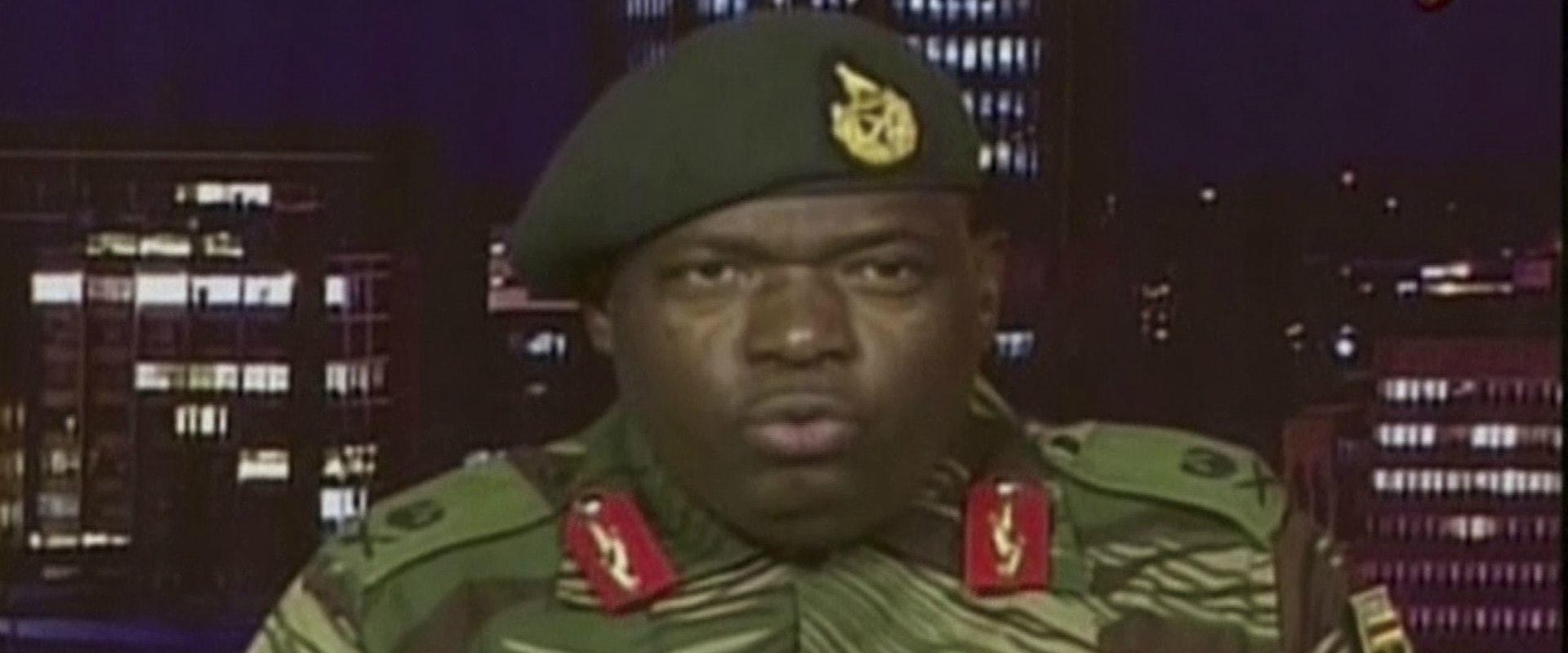 נציג הצבא מודיע על תפיסת הנשיא