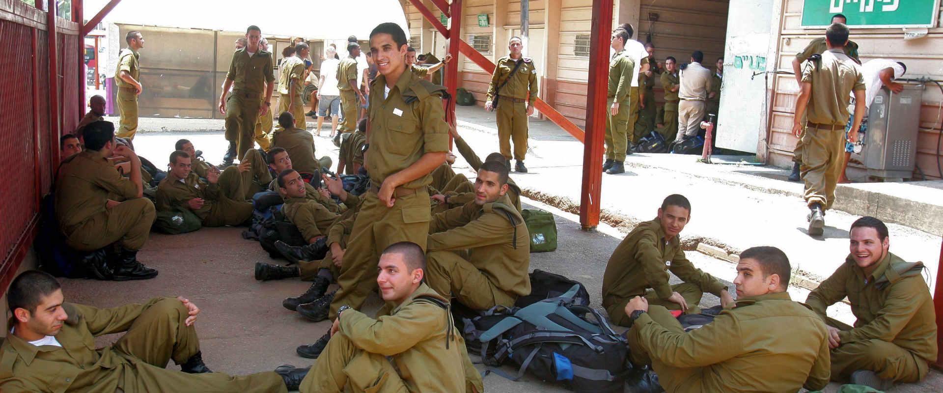 """מתגייסים טריים בבקו""""ם בתל השומר"""