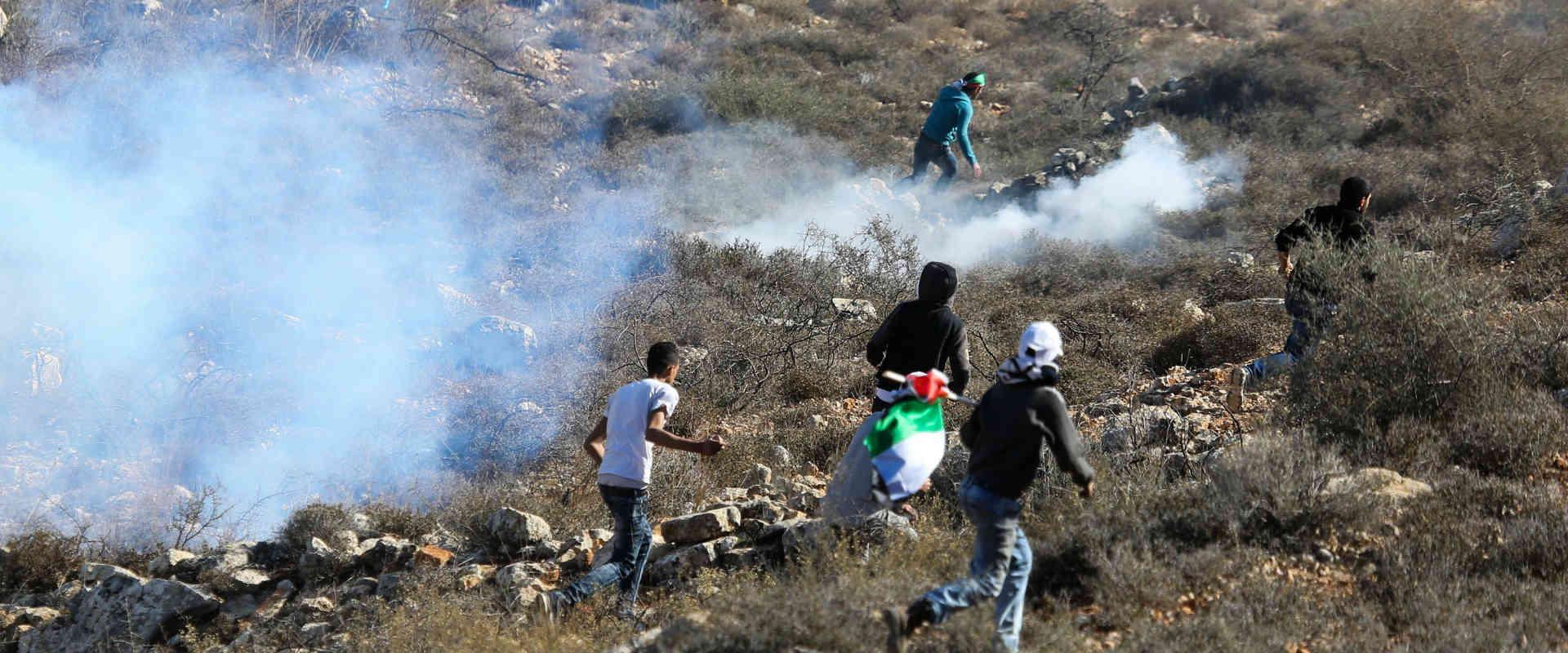 מתפרעים פלסטינים בכפר קוסרא