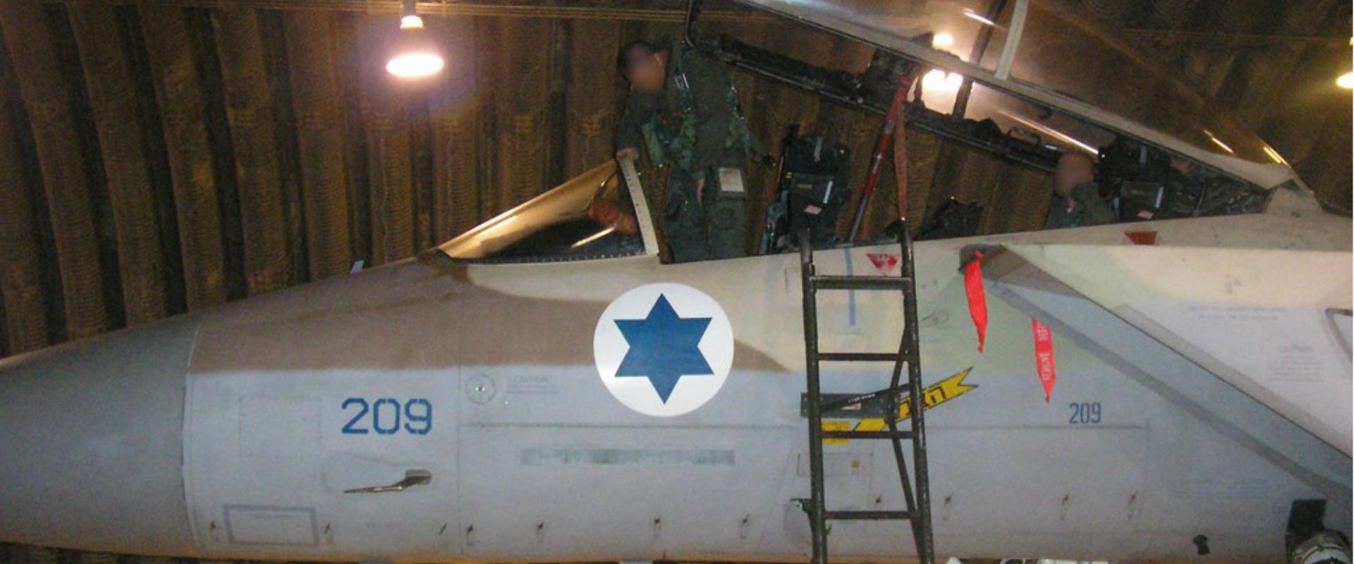 טייסי חיל האוויר לפני שיצאו לתקיפה בסוריה, 2007