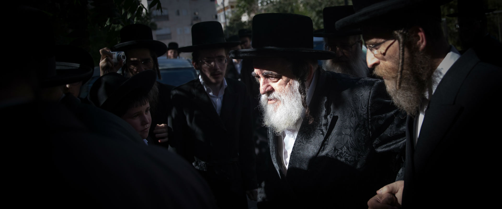 """האדמו""""ר מויז'ניץ, הרב ישראל הגר מגיע לישיבת מועצת"""