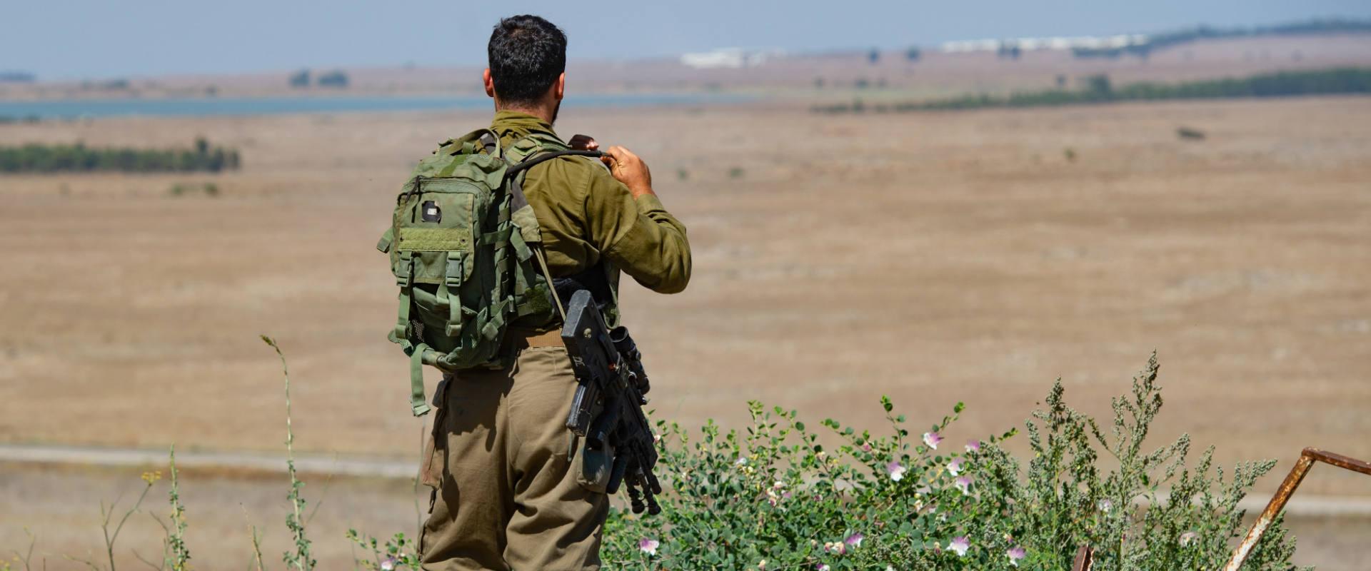 חייל מתצפת בגבול סוריה-ישראל