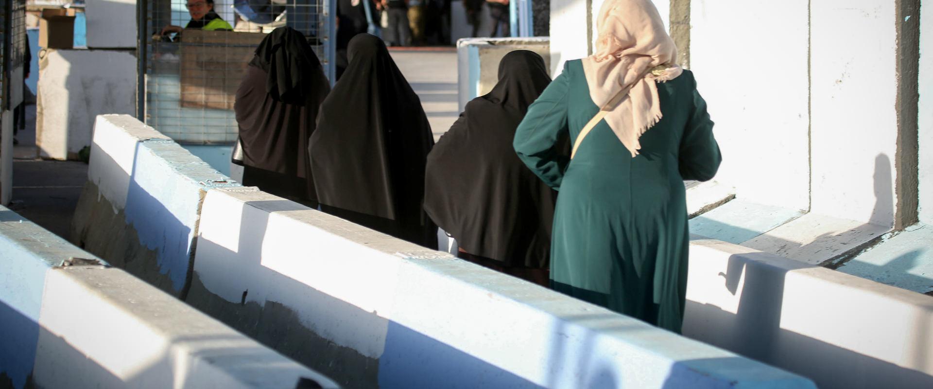 פלסטיניות במחסום קלנדיה