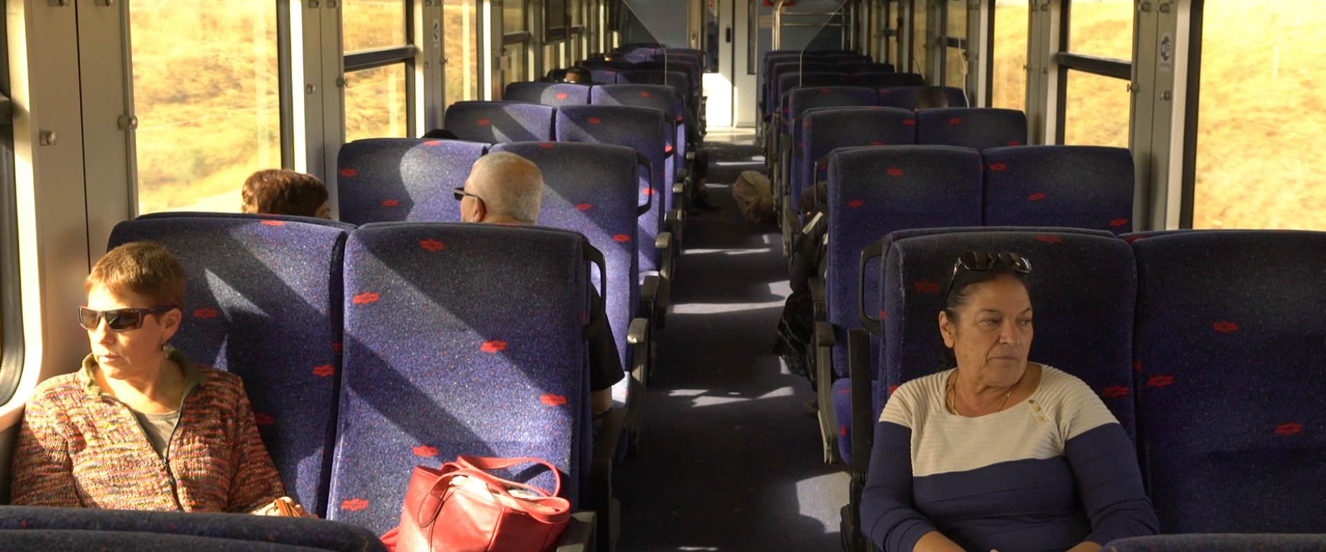 נוסעים ברכבת העמק